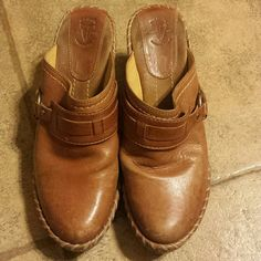 Frye brown leather heeled clogs size 8 Size 8 Frye leather heeled clogs. These show a little wear on toes & heels but good pre-owned condition. Frye Shoes Mules & Clogs
