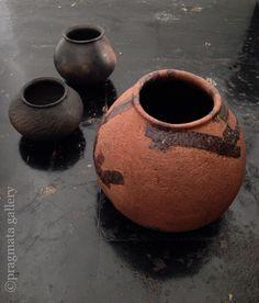 """""""O•••uch!"""" Tsubo pots by Yukiharu Kumagai.   「お・お・痛っ」 熊谷幸治さんの壺。 #ceramics #pottery #japanese_pottery #gallery #Tokyo"""
