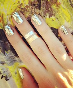 Put a Ring on It We love these nails & the temporary metallic tattoo-