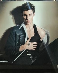Shawn's new ad in Milan, Italy🇮🇹 Shawn Mendes Tour, Cameron Alexander Dallas, Shawn Mendas, Canadian Men, Lisa, My Calvins, Foto Casual, Everyday Hairstyles, Calvin Klein Jeans