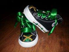 Jamaica theme inspired converse chuck taylor all stars! Glitter Timberlands, Bling Converse, Baby Converse, Custom Made Shoes, Converse Chuck Taylor All Star, Timberland Boots, Chuck Taylors, Toddler Girl, High Top Sneakers