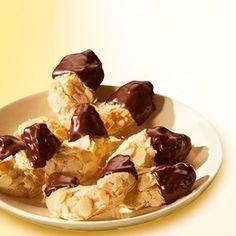 Süße Mini-Mandelhörnchen Rezept: Verführerisches Kleingebäck mit Marzipan und gehobelten Mandeln - Eins von 7.000 leckeren, gelingsicheren Rezepten von Dr. Oetker!