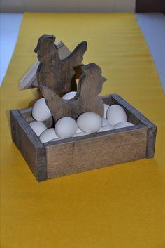 Påskepynt, egghøne, serviettholder, bilder, skilt med valgfri tekst produseres og selges hos www.kagens.no Dørskilt, skilt til do, bad, wc, hytte, velkommen skilt, andre gaveartikler.