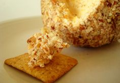 Dylan loves cheese balls ! I am definitly going to make him this for christmas eve !