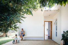 Galeria de Casa dos Caseiros / 24.7 arquitetura design - 2