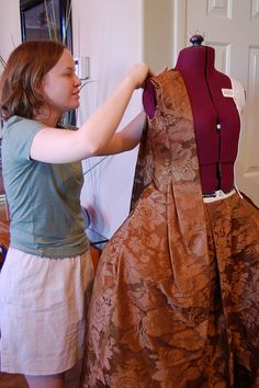 How to drape an 18th c. Robe Francaise by Koshka.