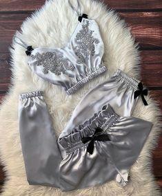Lingerie Bonita, Jolie Lingerie, Lingerie Outfits, Pretty Lingerie, Women Lingerie, Cute Sleepwear, Sleepwear Women, Pajamas Women, Lingerie Sleepwear