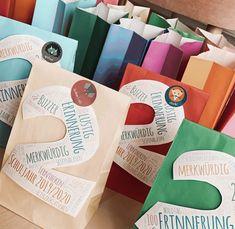 Sommerferiengeschenke für die 2. Klasss Paper Shopping Bag, Classroom, Colorful, Decor, Soap Bubbles, Primary School, Summer Recipes, Tips, Class Room