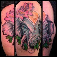 Trabalho da Barbara finalizado. #camilonunes #elefante #elephant #elephanttattoo #lotusflower #lotustattoo #freehand #freehandtattoo #tattoo #tatuador #tatuagem #tattooartist