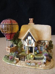 "Lilliput Lane Illuminated ""Up Up & Away"" (L2703) - Excellent condition"