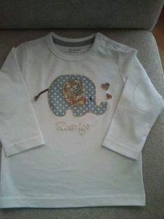 Camiseta con aplique de elefante