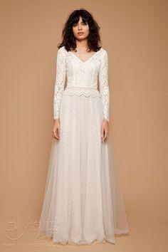 c0f7ecb2ba94 Saga creates a bohemian and soft impression with intricately detailed lace