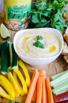 Razele soarelui continua sa ma friga rau zilele astea, astfel incat vremea pentru mine chiar reprezinta un disconfort termic ridicat :)! Cu toate astea sunt constienta ca mai pe la toamna incolo o sa-mi lipseasca zilele astea calduroase, atunci cand voi tremura de frig! :). Dar nu ma plang mult, caci stiu ca … Pasta, Hummus, Carrots, Vegetables, Ethnic Recipes, Blog, Carrot, Vegetable Recipes, Blogging