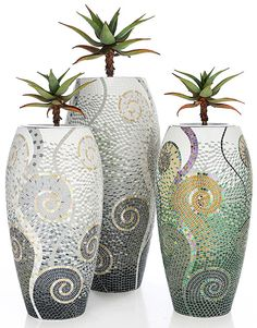 pots in mosaic Mosaic Planters, Mosaic Vase, Mosaic Flower Pots, Mosaic Tiles, Pebble Mosaic, Mosaic Crafts, Mosaic Projects, Pottery Painting Designs, Mosaic Artwork