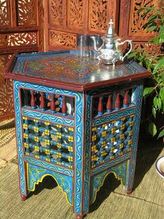 hand painted Moroccan table - Paint ideas for the moterhome
