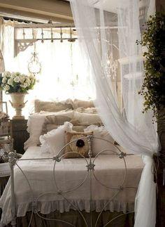 Adorable shabby chic bedroom decor ideas (16) #shabbychicbedroomsvintage