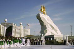 Turkmenistan_President_Statue.JPEG-0831b.jpg (3456×2304)