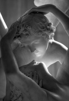 Located in the Louvre, this sculpture is also named, Psyche Revived by Cupid's Kiss. It is regarded as a masterpiece of Neoclassical sculpture and depicts mythological lovers at a moment of great emotion Memes Arte, Renaissance Kunst, Famous Sculptures, Art Periods, Louvre Paris, Art Sculpture, Foto Art, Aesthetic Art, Cupid
