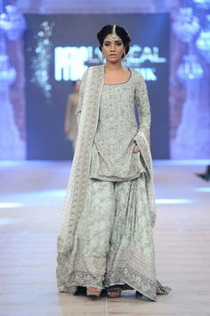 Nida Azwer Ghalib sharara at PFDC L'Oréal Bridal Week 14