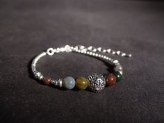 Bracelet ethnique pierres et métal argenté. Bracelet été perles en métal argenté et jaspe.