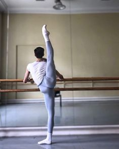 Male Ballet Dancers, Ballet Boys, Male Fairy, Mikhail Baryshnikov, Rudolf Nureyev, Photo Images, Dance Tights, Le Male, Dance Poses