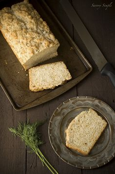 Cheddar Dill Beer Bread - Savory Simple - This cheddar dill beer bread is incredibly easy to make and can be prepared in under an hour! No kneading or yeast required. Biscuit Muffin Recipe, Muffin Recipes, Bread Recipes, Cooking With Beer, Beer Bread, Our Daily Bread, Dessert Bread, Kraut, Baked Goods