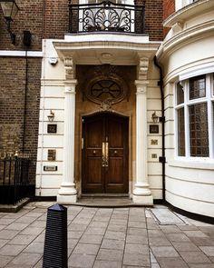 London Doors Garage Doors, London, Outdoor Decor, Home Decor, Architecture, Nice Asses, Decoration Home, Room Decor, Carriage Doors
