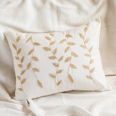 Cushion Embroidery, Crewel Embroidery Kits, Simple Embroidery, Embroidery Patterns Free, Embroidery Designs, Boho Cushions, Printed Cushions, Bow Pillows, Fabric Painting