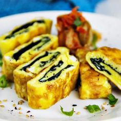 (Use 3 egg whites and cook in a nonstick pan instead of oil) Korean Rolled Omelette with Roasted Seaweed (Gyeran Mari w/ Gim) is delicious for breakfast lunch in a bento box dinner over salad or as a snack (serves 1 for a meal 3 for snack). The seawe Sea Weed Recipes, Kale Recipes, Egg Recipes, Asian Recipes, Cooking Recipes, Japanese Recipes, Fast Metabolism Diet, Eating Light, Unique Recipes