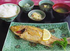 仲泊海産物料理店 | たびらい