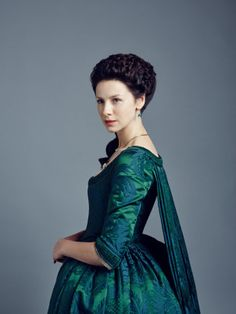 Caitriona Balfe as Claire Fraser in Outlander Season Dragonfly In Amber. Claire Fraser, Jamie Fraser, Diana Gabaldon, Outlander Serie, Outlander Season 2, Outlander 2016, Costumes Outlander, Outlander Clothing, Outlander Characters