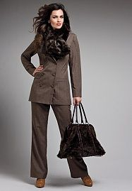 The New Classic Pantsuit Big Girl Fashion, Fashion Over, Womens Fashion, Interview Suits, Plus Size Suits, The New Classic, Stylish Tops, Great Legs, Skirt Suit
