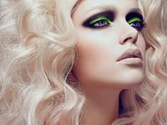 Loving the colourful smokey eye look with the nude lips. Great!