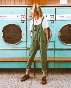 Acting like a kid in a candy store because… I've always wanted to take a photo in one of these old school laundrettes ? Acting like a kid in a candy store because… I've always wanted to take a photo in one of these old school laundrettes ? Mode Outfits, Casual Outfits, Grunge Outfits, Earthy Outfits, Green Outfits, School Outfits, Mode Hippie, Vintage Outfits, Fashion Vintage