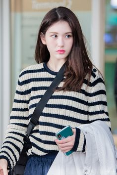 Kpop Girl Groups, Kpop Girls, Korean Girl, Asian Girl, Jeon Somi, Airport Style, Airport Fashion, Seolhyun, Daily Pictures