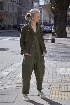 How to wear a non-black biker jacket at any age - see Rei Kawakubo for inspiration Boho Fashion Over 40, Star Fashion, Fashion Outfits, Interview Style, Boiler Suit, Look Cool, Jumpsuits For Women, Instagram Fashion, Work Wear