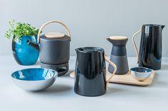 Stelton har alltid stått for kvalitet og god design, og vi har samlet noen favoritter: Emma kaffe- og tekanne, Theo slow coffee-brygger og tekanne og Stockholm Horizon emaljerte vaser og skåler. Du finner utvalget i din Designforevig-butikk!