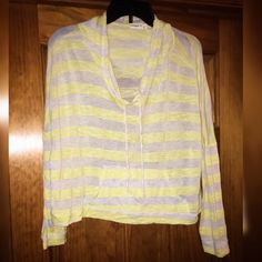 Ginger G Crop Top Brand ;; Ginger G Size ;; Large Condition ;; Like New    Smoke Free Home ❗️  Clean. Can 'refresh' once sold. No stains / rips / tears / holes.   Happy to listen to offers   Thanks for looking   Happy Poshing!  X Mellissa X Ginger G Tops Tees - Long Sleeve