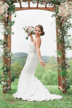 Chaumette Weddings - Strike a pose! #wedding #bouquet #décor #outdoor Photos courtesy of i Kandi Photography