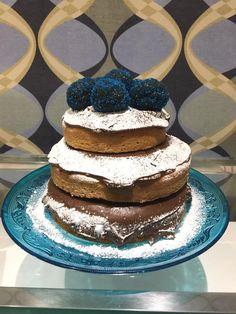 Naked cake de brigadeiro azul