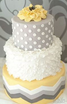 Bolo de casamento em amarelo e cinza muito original