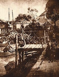 Details:This is a fishing village in early Singapore in 1800s. It is simple and serene. There are sampans along the river. There are houses behind. Background information: The orang lauts (sea people) live there and conducted their activities along the sea. (TB p. 62, 63) Inference: This tells me that people dwelled in Singapore before 1819 and they were mainly fishermen.