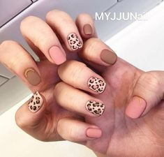 What Christmas manicure to choose for a festive mood - My Nails Nail Manicure, Diy Nails, Manicures, Korean Nails, Leopard Print Nails, Valentine Nail Art, Classic Nails, Perfect Nails, Halloween Nails