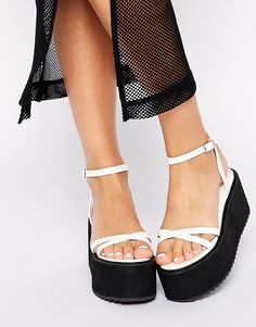 Pure 90s vibes from these white and black flat forms! http://asos.do/RMR45L