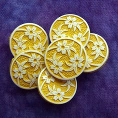"vintage shank buttons White Lilies on golden yellow 3/4"" x6"