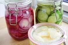 Her er 3 sunde og lækre syltede opskrifter på syltede rødløg, agurker & æbler - find opskriften her og pift dit måltid op med et lækkert tvist! (sukkerfri)