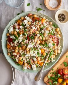 This Israeli Couscous Salad Is a Mediterranean Diet Dream A vegetarian recipe for Israeli couscous salad filled with chickpeas, tomatoes, herbs, and feta cheese. Israeli Couscous Salad, Couscous Salat, Mediterranean Couscous Salad, Couscous Salad Recipes, Kale Salads, Chickpea Salad, Couscous Dishes, Pearl Couscous, Gastronomia