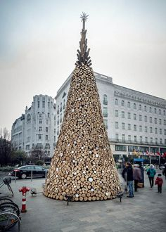The twelve days of Christmas will soon take on new meaning in Budapest. This 11-meter high Christmas tree, created from 5,000 pieces of firewood, will be deconstructed and donated 12 days after Christmas to represent community, social awareness, and shed light on the thousands of Hungarian families who struggle with heating during the cold winters.  #beautifullyupcycled #greendesign #upcycleddesign #holiday #Budapest #designmatters