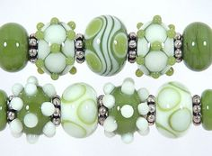 Handcrafted Avocado and Vanilla Lampwork Bead Set Sharpline Designs SRA… Beaded Rings, Beaded Jewelry, Jewellery, Clay Beads, Lampwork Beads, Handmade Beads, How To Make Beads, Bead Art, Bunt