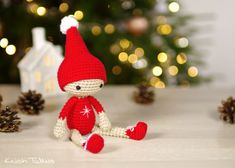 Small Amigurumi Christmas Elf by Kristi Tullus. Crochet Christmas Decorations, Christmas Crochet Patterns, Holiday Crochet, Christmas Knitting, Christmas Elf Doll, Noel Christmas, Christmas Crafts, Crochet Amigurumi, Amigurumi Patterns